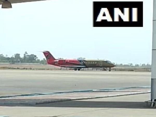 भोपाल एयरपोर्ट पर जूम एयर की फ्लाइट की इमरजेंसी लैंडिंग, जानिए वजह