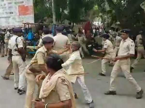 police lathicharge on Flood victims in katihar