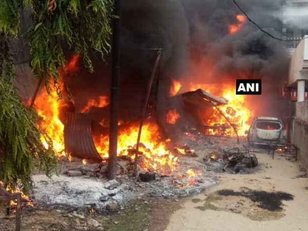 Fire broke out in a cotton godown in Lucknow