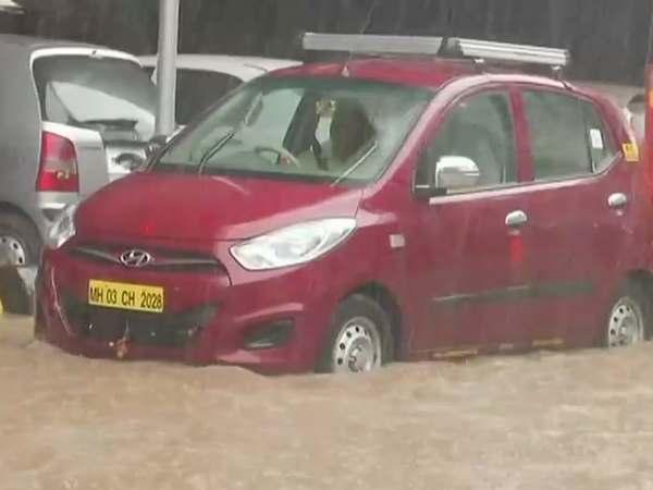 <strong>मुंबई में बारिश, बीएमसी ने रद्द की अपने कर्मचारियों की छुट्टियां</strong>