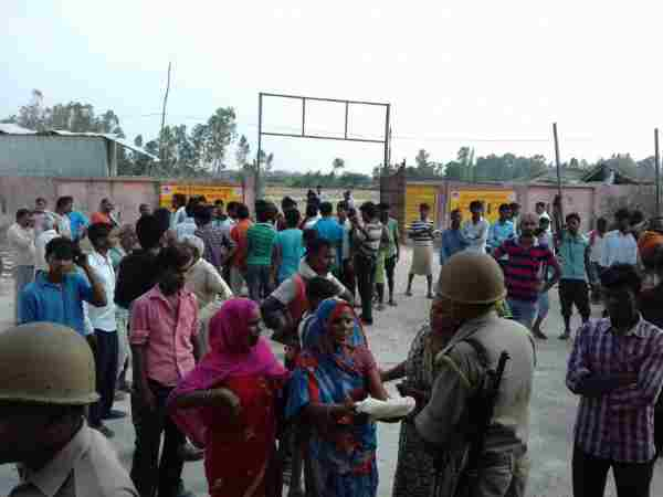 Protest after the death of an old aged man in Raebareli