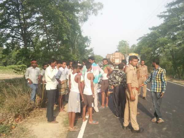 Boyfriend Throws His Girlfriend In Front Of The Truck In Unnao