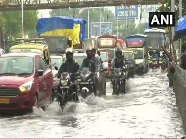 heavy rain in mumbai one death reported in thane
