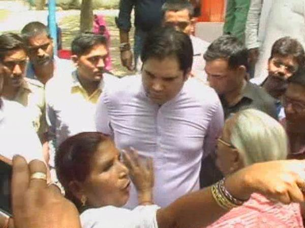 varun gandhi scolded a old woman