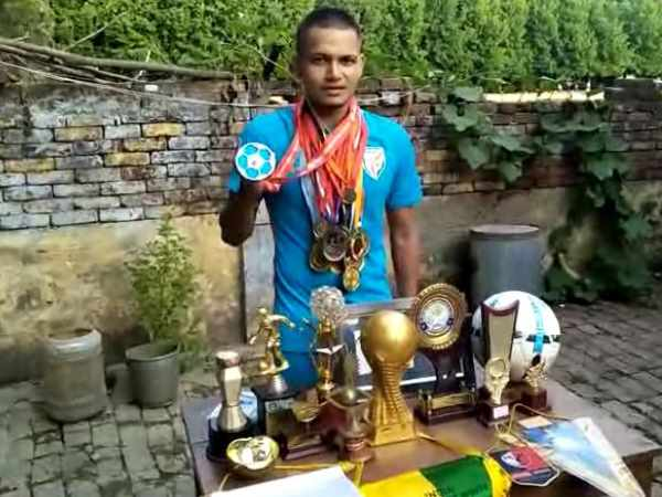 a poor boy nishu kumar from Muzaffarnagar selected in national football team