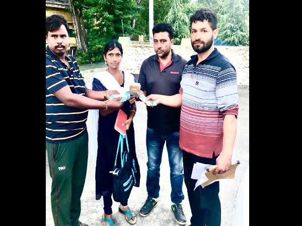 Srinagar Cop Returns Bag With Rs. 90,000 To Owner. It Had Pension Savings