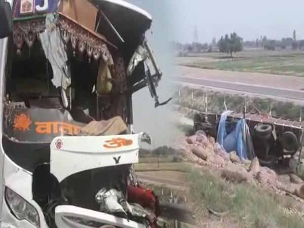 bus going to mujaffarnagar from from delhi met with an accident in kannauj