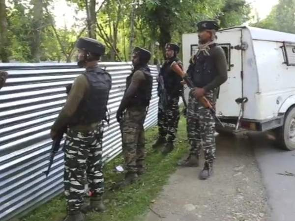 One terrorist killed an encounter at Batpora in Kupwara Handwara Jammu Kashmir