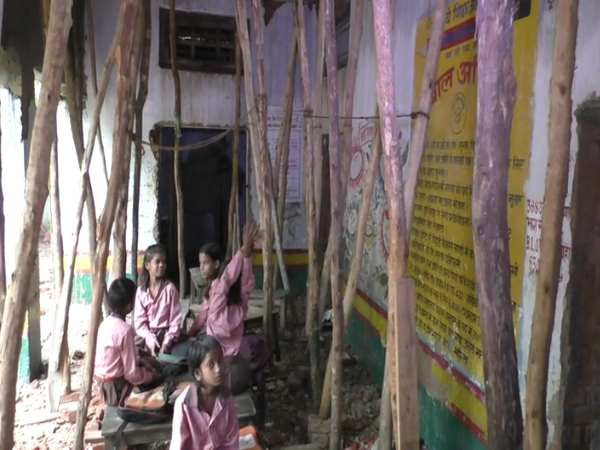 varanasi students are compell to study beneth of underconstruction roof