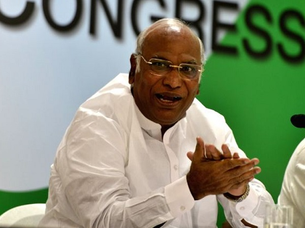 senior congress leader mallikarjun kharge attacks pm modi