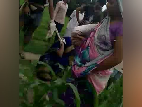 kannauj husband beaten his wife very badly after seeing her with her lover