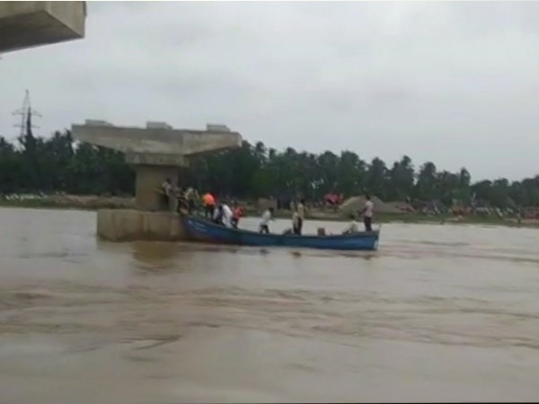 Andhra Pradesh: boat capsized in East Godavari more than 40 people in it