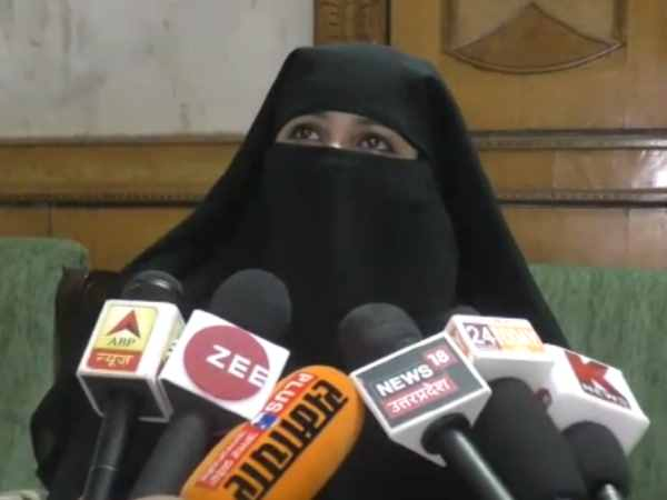 muslim organization announces reward to anybody who stones and tonsures two Triple-Talaq victims