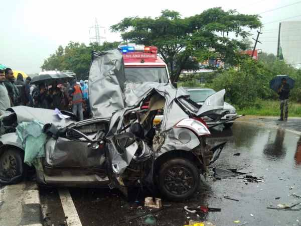 Pune Mumbai highway Seven people died in road accident