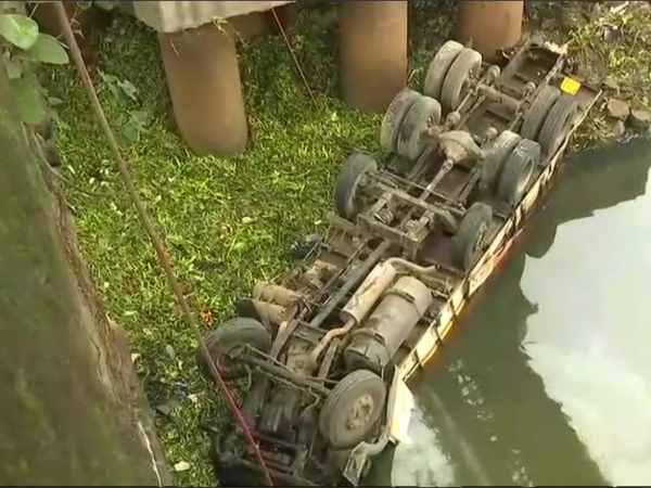 Two people killed after a truck fell off a bridge in Pune