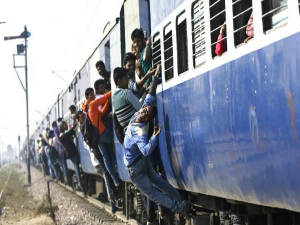 <strong>ये भी पढे़ं- लखनऊ की तरफ जा रहे हों तो पढ़ लें ये खबर, करीब दो दर्जन ट्रेनें हो गई हैं रद्द</strong>