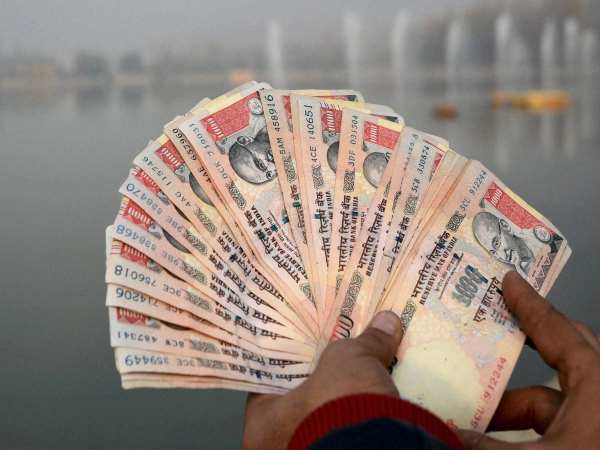 police arrest 5 with 3 crore rupee as old notes