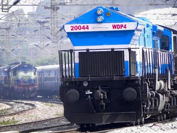 सीएजी रिपोर्ट में रेलवे की खिंंचाई, लेट-लतीफी रोकने के लिए प्लेटफार्म की संख्या बढ़ाई जाए