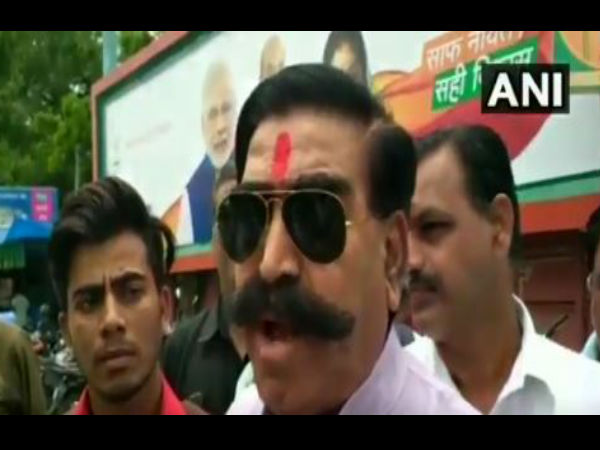 WATCH: BJP MLA Gyan Dev Ahuja says, Nehru was not a Pandit. One who ate beef and pork, cannot be a Pandit.