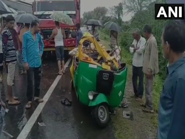 5 dead in a collision between an auto rickshaw & a truck in Khedas Mahudha, yesterday. Gujarat
