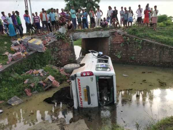 bihar shekhpura due to road accident of ambulance 1 patient died 3 injured