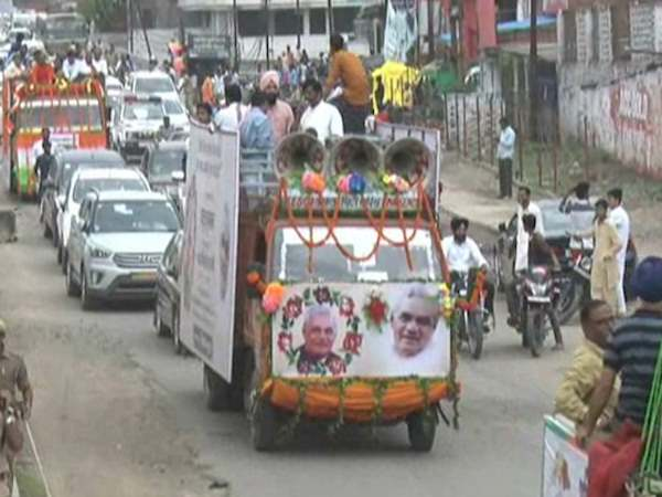 congress participates in kalash yatra of atal bihari vajpayee in kanpur