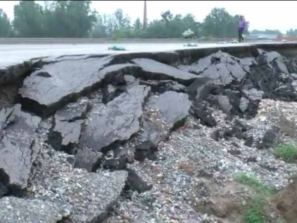 bareilly sitapur national highway damage, vehicles entry banned