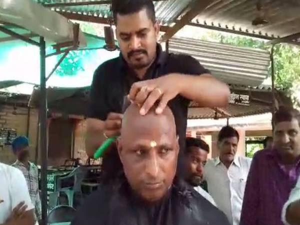 bjp leader shaved his head after the death of atal bihari vajpayee ji
