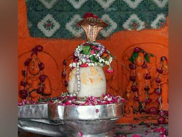 sawan special know alla about chumbak mahadev mandir situated in allahabad