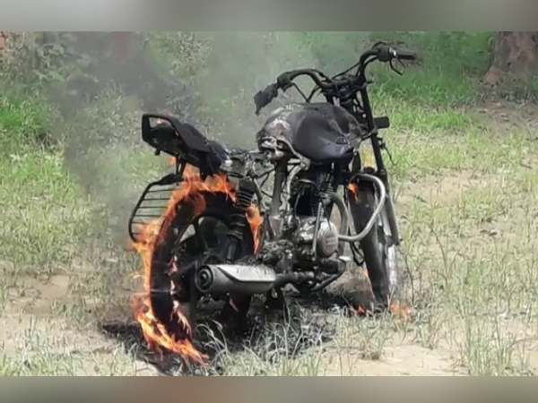 farrukhabad husband burn his bike after fighting with his wife