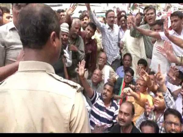 SP and congress members who are going to protest in front of CM yogi has been arrested