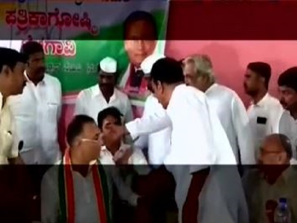 Karnataka congress leaders fighting for seats at public event in Belagavi