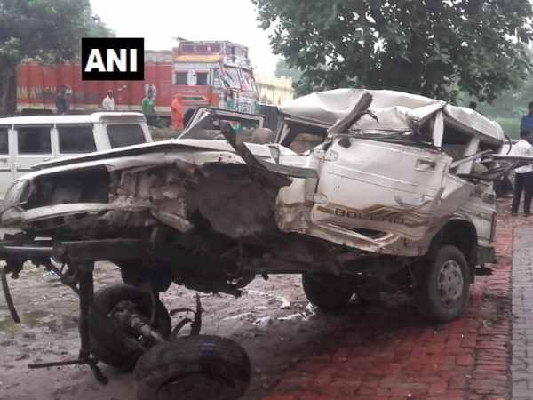 Five people died and 8 people injured in road accident in Jaunpur