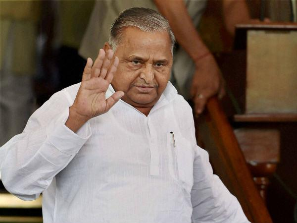 mulayam singh yadav reached to samajwadi party office today again in lucknow
