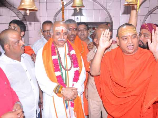 pravin togadia attacks bjp over triple talaq and ram mandir construction issue