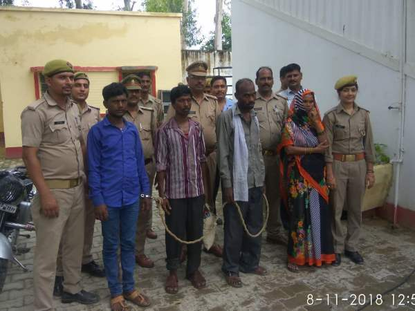 shahjahanpur police arrested a gang who involves in selling girls