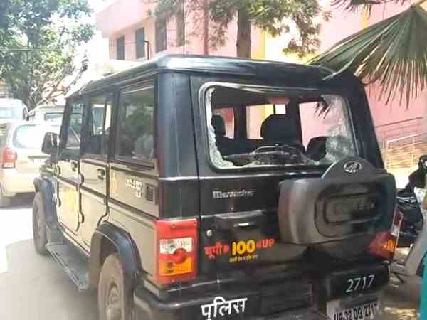 dial 100 policemen beaten by the villagers in hardoi