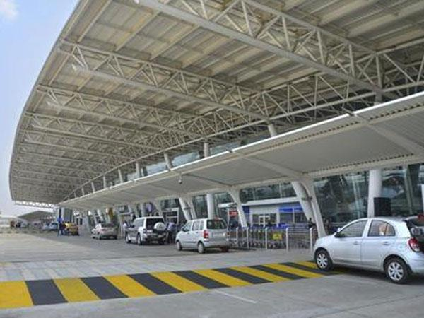 Airports run by govt may offer water and snacks at MRP by separate counter