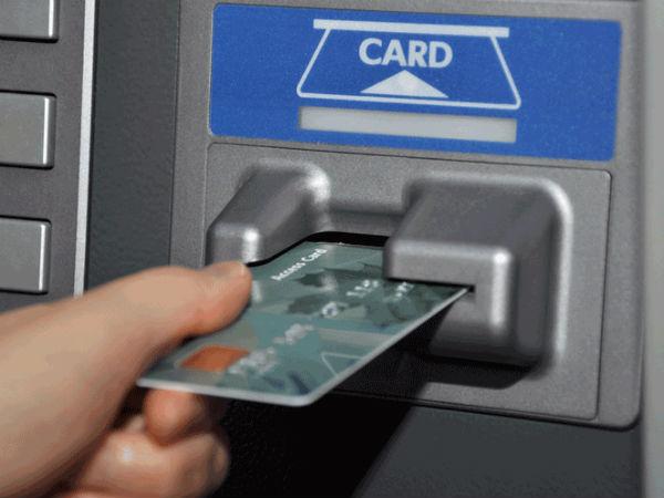<strong>पढ़ें- बंद होगी बैंकों की FREE सर्विस, ATM इस्तेमाल से लेकर चेकबुक , क्रेडिक कार्ड के लिए देना होगा टैक्स </strong>