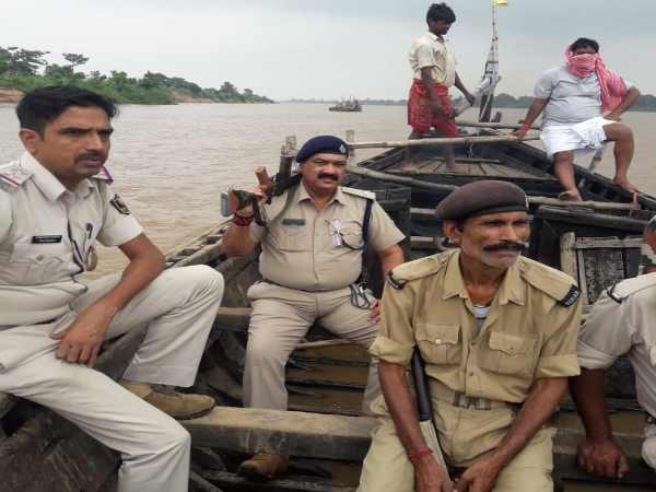 firing between police and sand mafia in patna