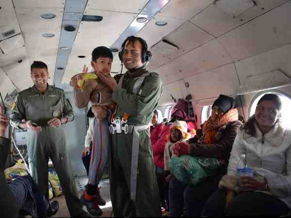 airforce recued people who are stranded for six days in himachal