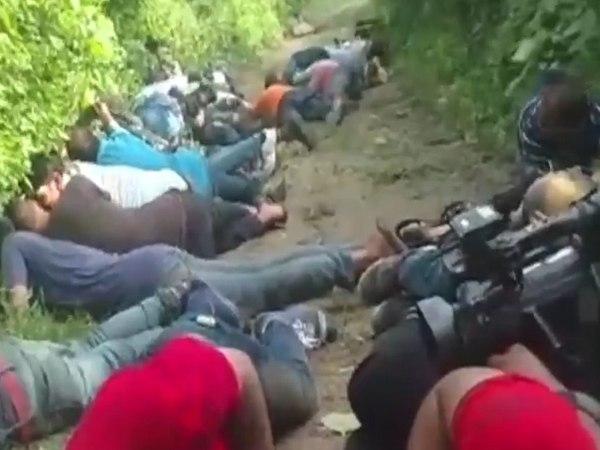 <strong>इसे भी पढ़ें:- जम्मू में आतंकियों से मुठभेड़ का LIVE VIDEO, क्रॉस फायरिंग में फंसे पत्रकार और आम लोग </strong>