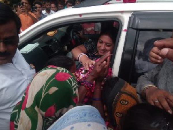 smriti irani reached to raebareli for one day visit