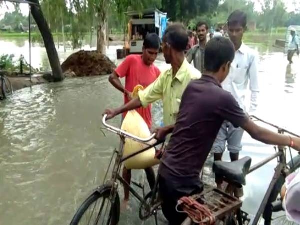 farrukhabad due to heavy rain many villages drawn, school colleges are shut down