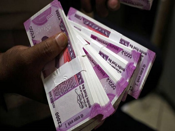indian rupee reached at 72 against us dollar
