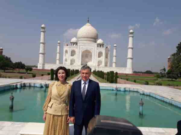 uzbekistan president visited taj mahal with his wife in agra