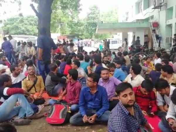 5696 successful teacher recruitment candidate protested in lucknow