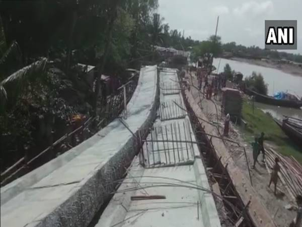 West Bengal: An under-construction bridge collapsed on Kalnagini river at Kakdwip in South 24 Parganas district