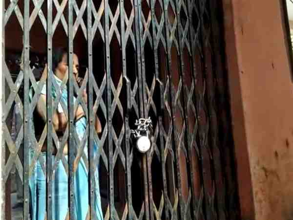 man threatened and locked womam with her family in the house in farrukhabad