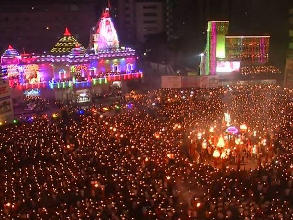 महानवमी की देशभर में धूम, मंदिरों में श्रद्धालुओं की भीड़